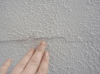 Dan karena kurang tahu nya kita tentang cara mengatasi cat yang mengelupas sering kali kita mengangap cat paling bagus untuk tembok kamar yang kita beli adalah penyebabnya.