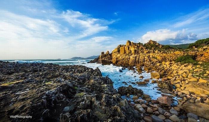 Mang lại cho Hang Rái vẻ đẹp của cả núi và biển - Ảnh: Vita