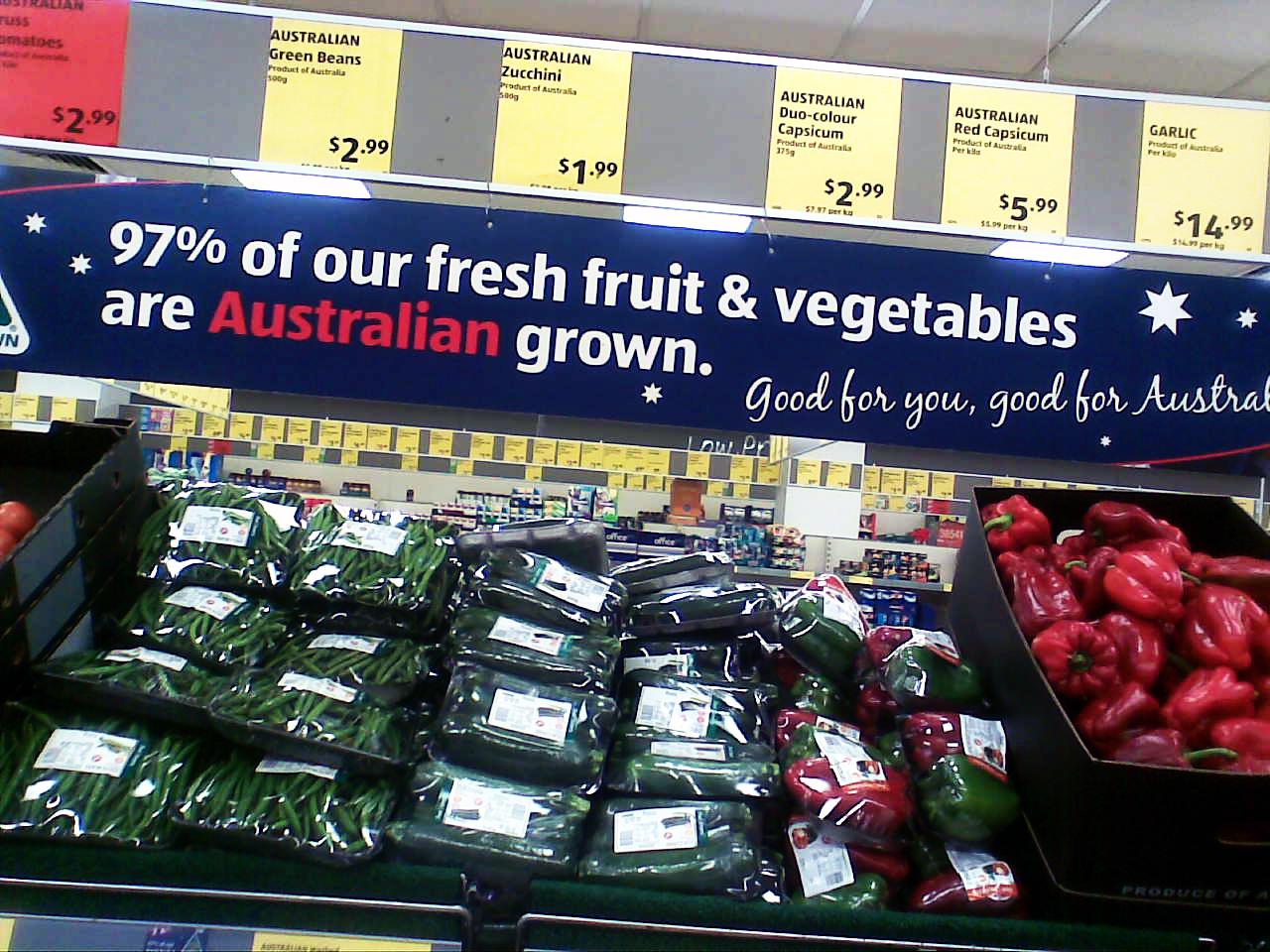 New international students shopping aldi supermarket for Aldi international cuisine