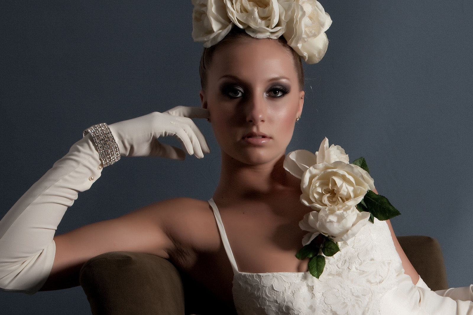Bride Chic The Art Of Wearing Gloves