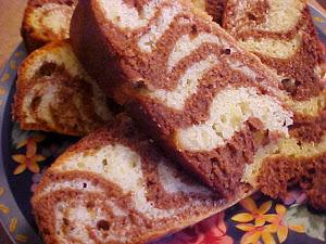 Gâteau marbré au chocolat, à l'amaretto, à la crème et au beurre