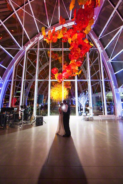 chihuly garden and glass wedding seattle - dancing