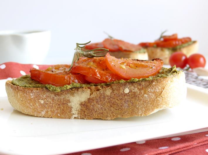 bruschettas de tomate assado