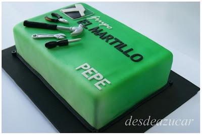 tarta de empresa, tarta fondant, tarta fondant Sevilla, martillo, herramientas