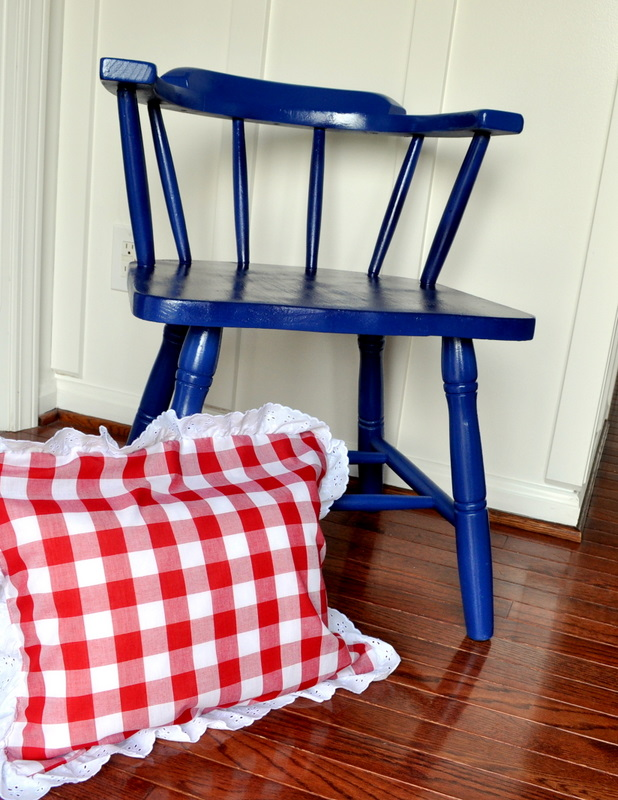 Easy Eyelet and Gingham Pillow - Cleverly Inspired