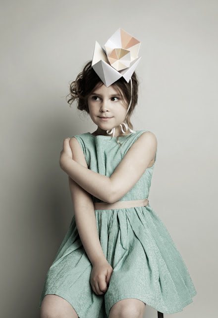 Fideli Sundqvist, Sweden ,suecia,Papier mache,papel,paper,fold,plegar,niña,girl, arte,colores,pastel,Maria Wretblad