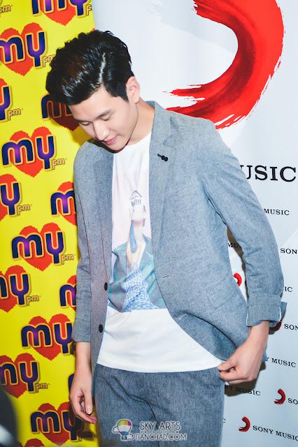 Eric Chou 周興哲 《學著愛》之馬來西亞行 #Eric周興哲 自小喜歡穿西裝的Eric內穿T-Shirt加個外套