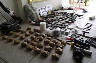 ARARIPINA-PE: Polícia Militar recupera armas, droga e outros objetos roubados do Fórum da cidade