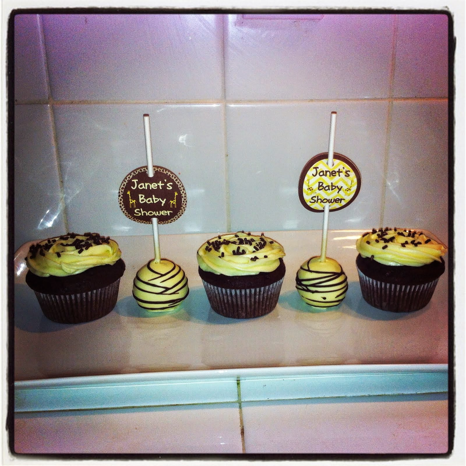 GIRAFFE THEMED CUPCAKES & CAKEPOPS