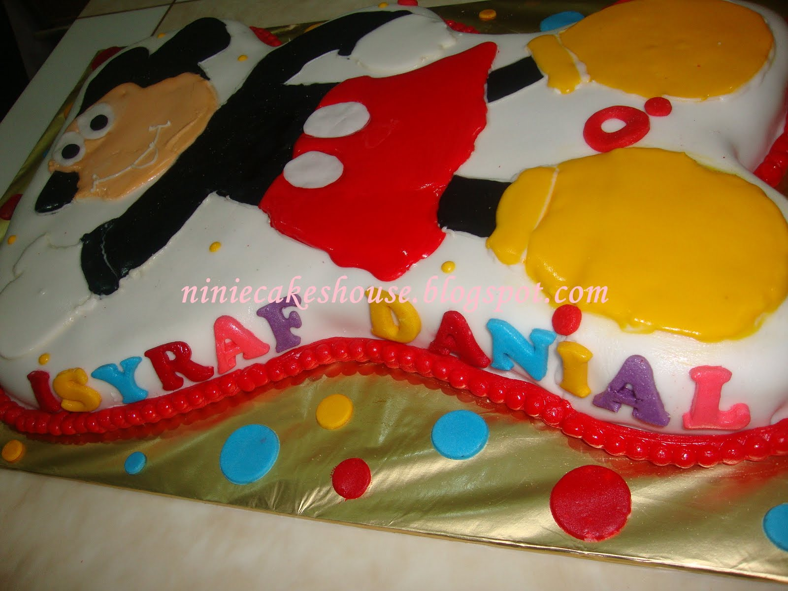 ninie cakes house: Red Velvet Cake - Mickey Mouse Image