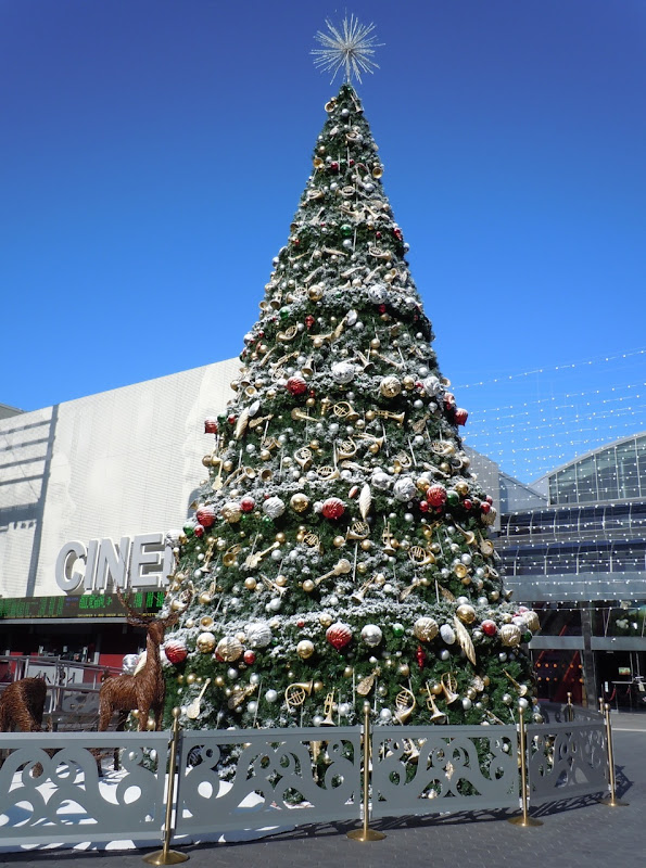 Universal CityWalk Christmas Tree