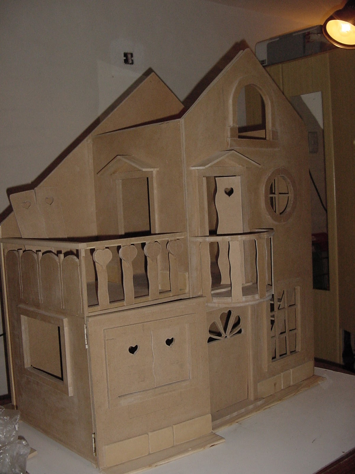 Casas de mu ecas artesanales casa de barbye con terraza for Casas con terraza al frente