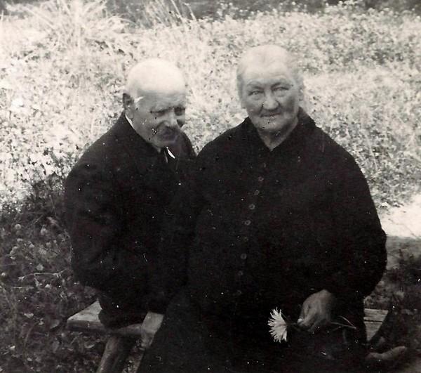 Māte Īda un patēvs Jānis Mašāns