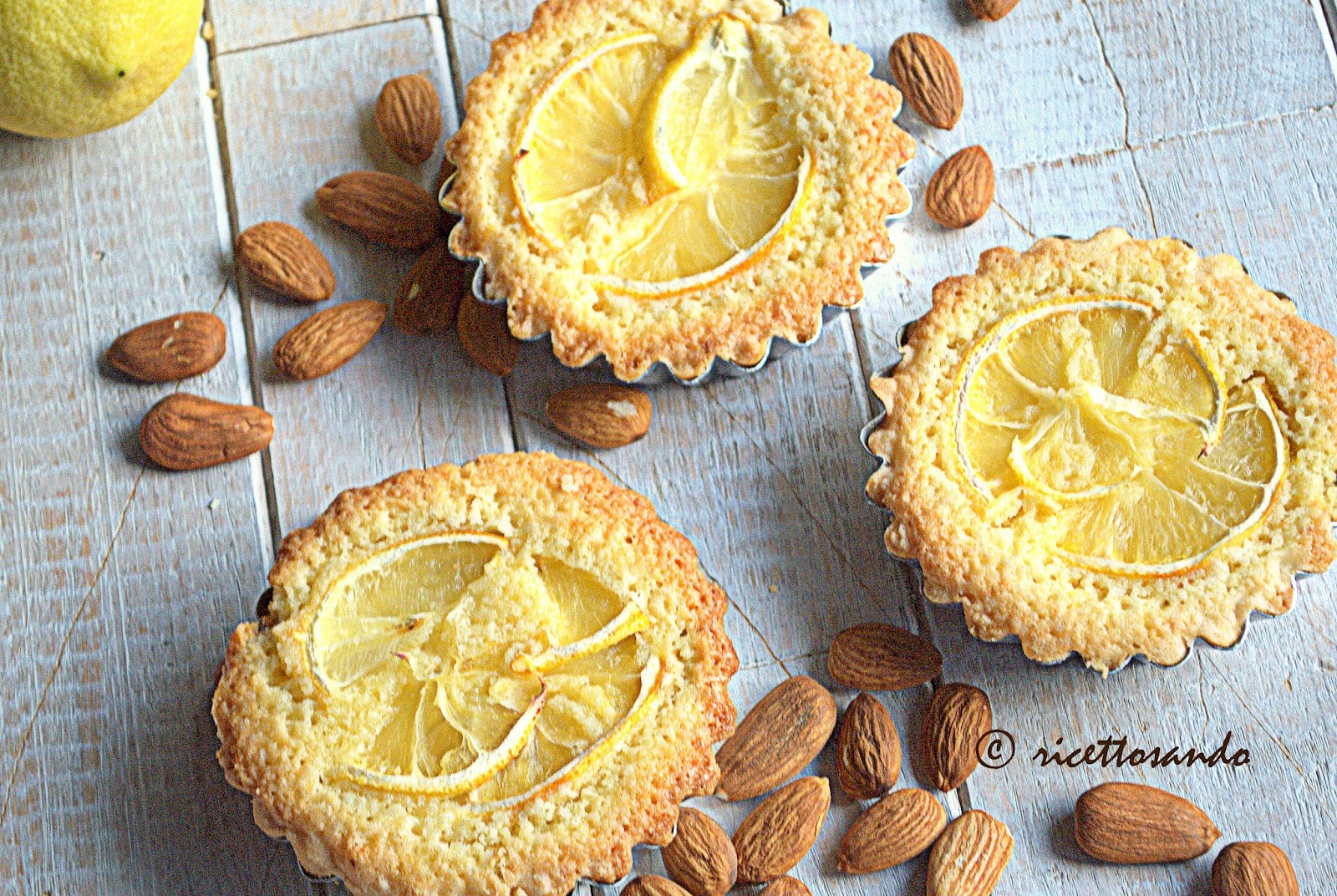 Crostatine al limone e frangipane ricetta dolce