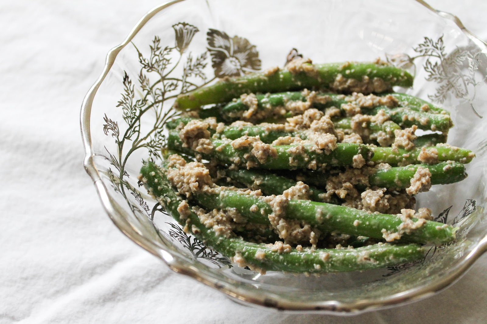 The Quixotic Table: Green Beans with Creamy Mushroom Sauce