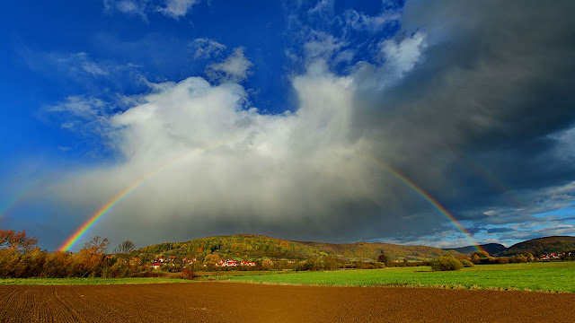 Rainbow over Pretzfeld, Bavaria, Germany (© Dr. Rüdiger Hess/geo-select fotoArt)