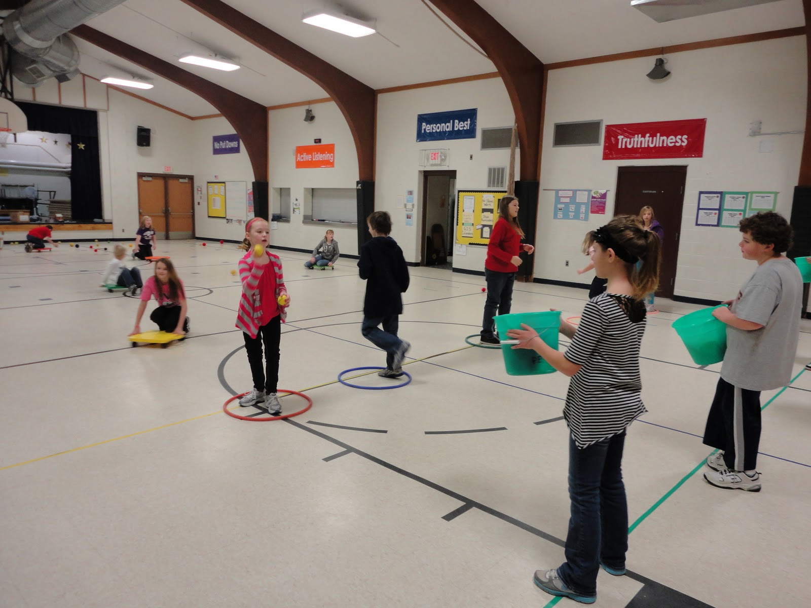 Carly\'s PE Games: P.E. Christmas Games