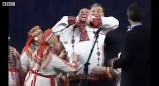 Gérard Depardieu a vestir o traje tradicional da Mordóvia