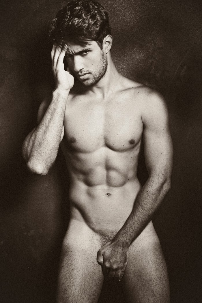Carlos Magno full frontal