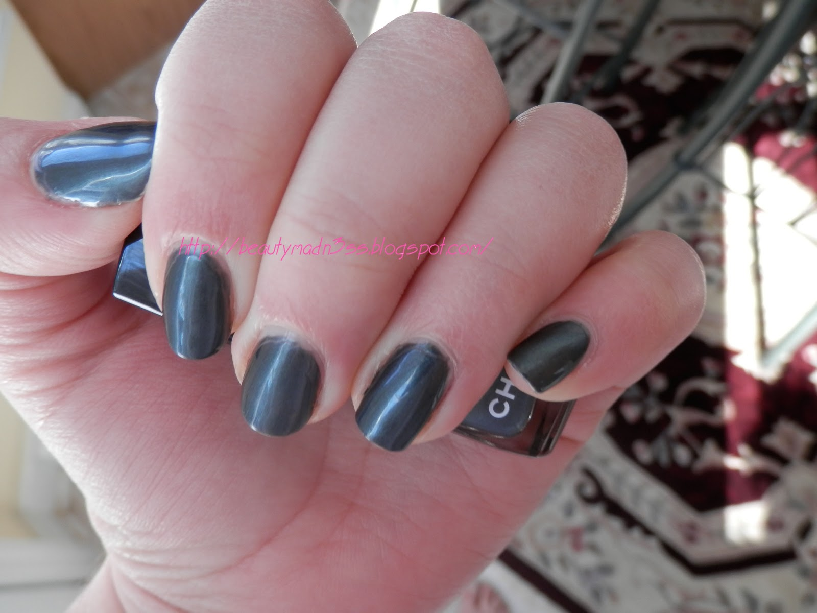 Chanel Le Vernis 513 Black Pearl swatch
