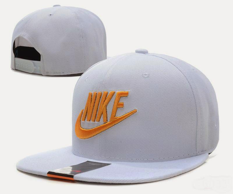 gorras nike y adidas