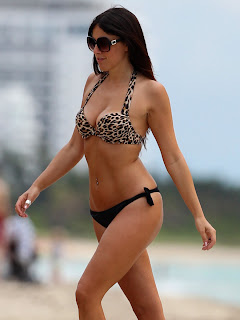 CLAUDIA ROMANI hot Bikini body  on Miami Beach