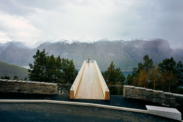 Black eiffel norweigan architecture in nature for Architecture nature