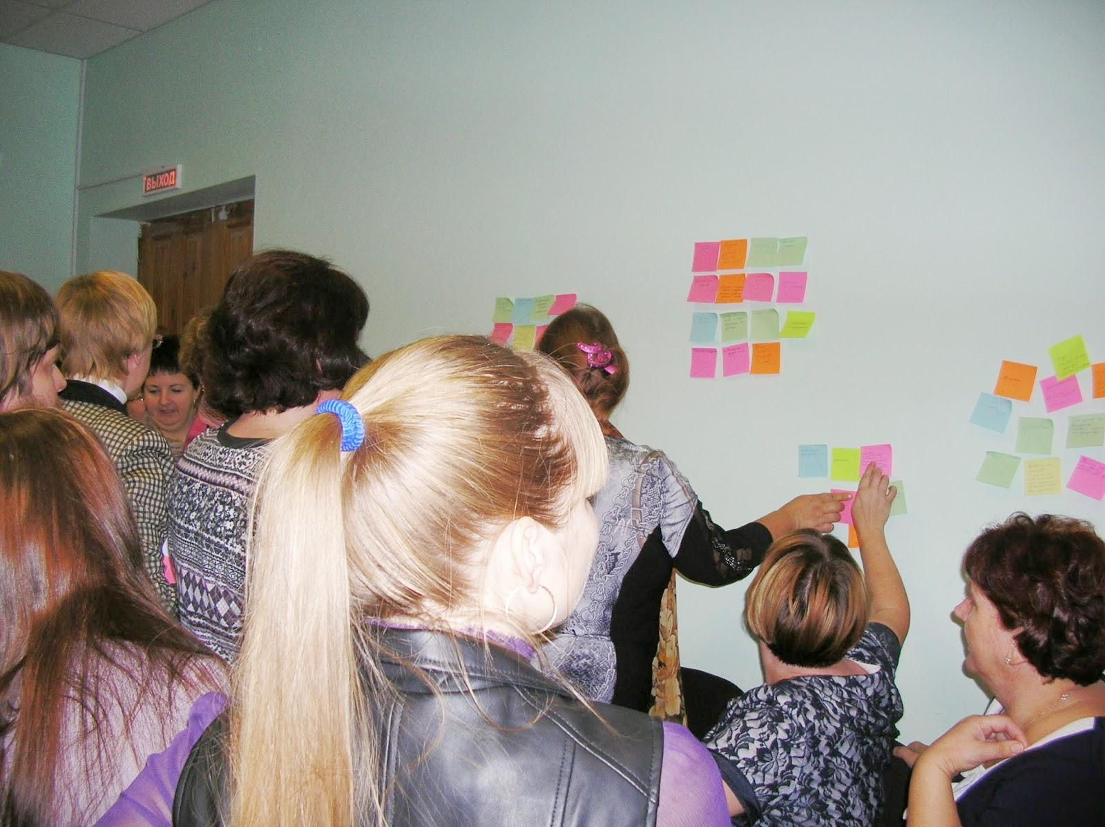 Тренинг в Воронцово: участники проводят мозговой штурм - делятся способами преодоления профессиональных стрессов