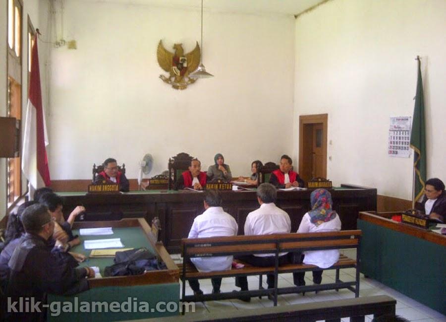 Korupsi Dana Hibah: Mantan Anggota DPRD Kota Bandung Mulai Disidang
