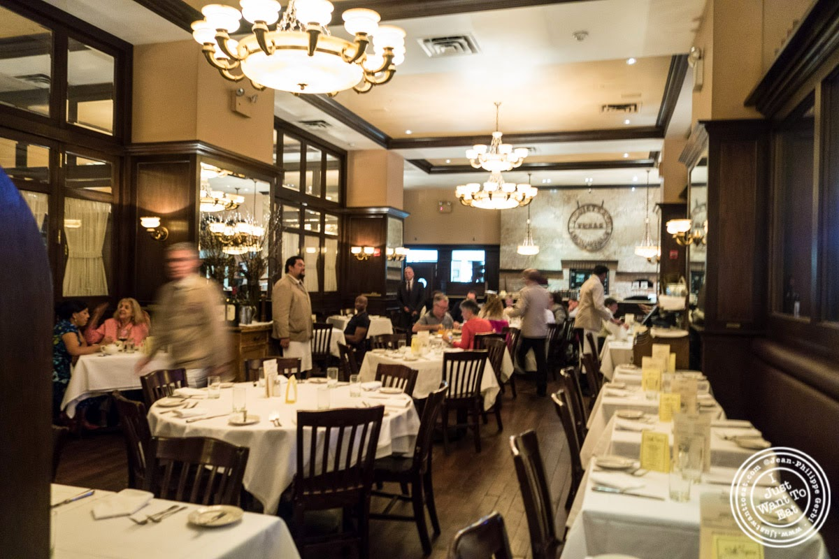 image of dining room at Bobby Van's Grill in New York, NY