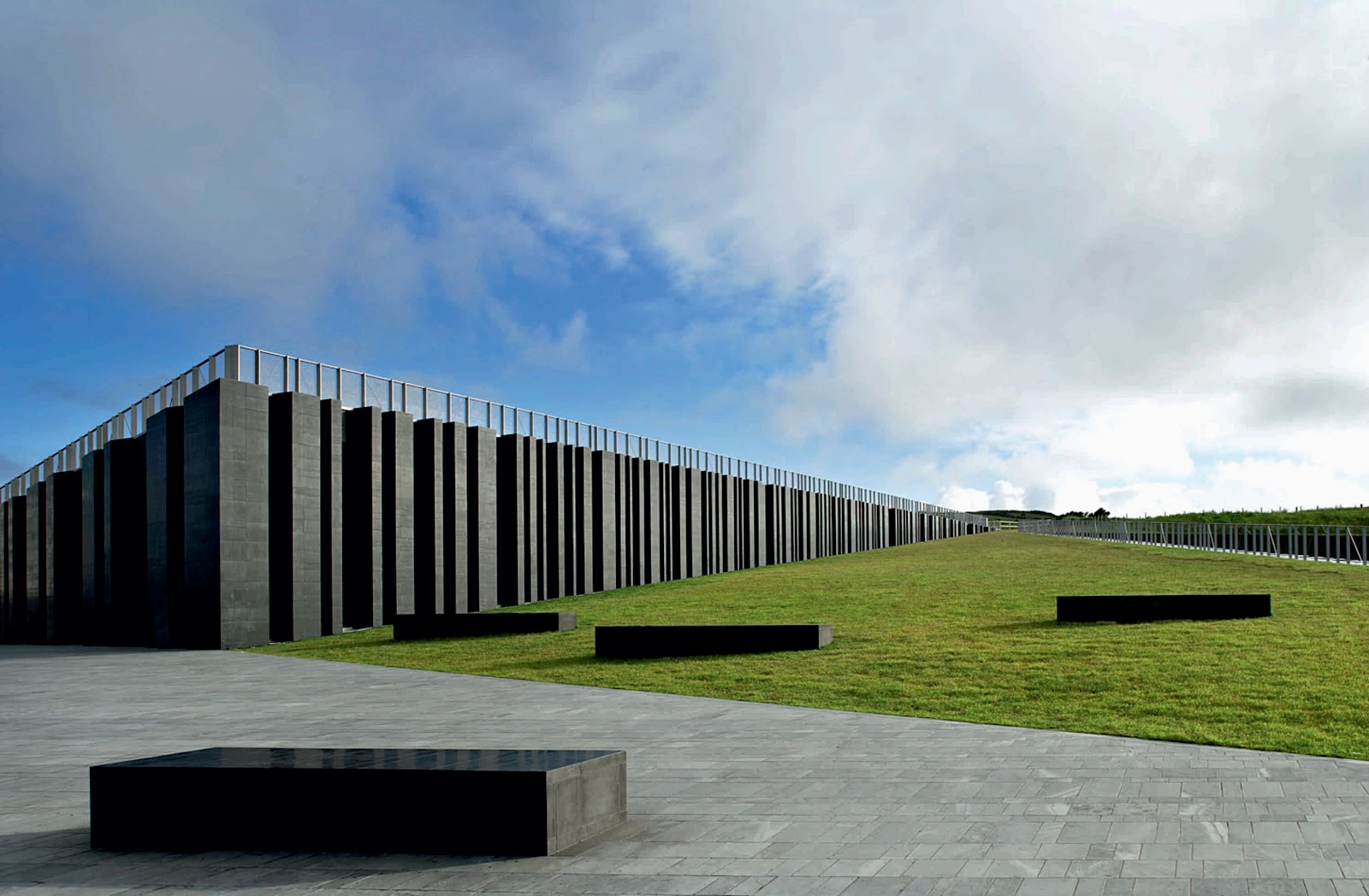 Giant s causeway visitor centre by heneghan peng architects for Landscape architect ireland