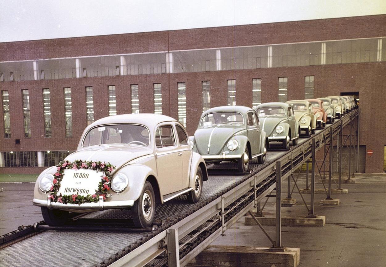http://1.bp.blogspot.com/-VjsP8APkWLA/TtAxnRBo7lI/AAAAAAAADVk/47wGtq3k5Nk/s1600/Volkswagen-Beetle_1938_1280x960_wallpaper_0e.jpg