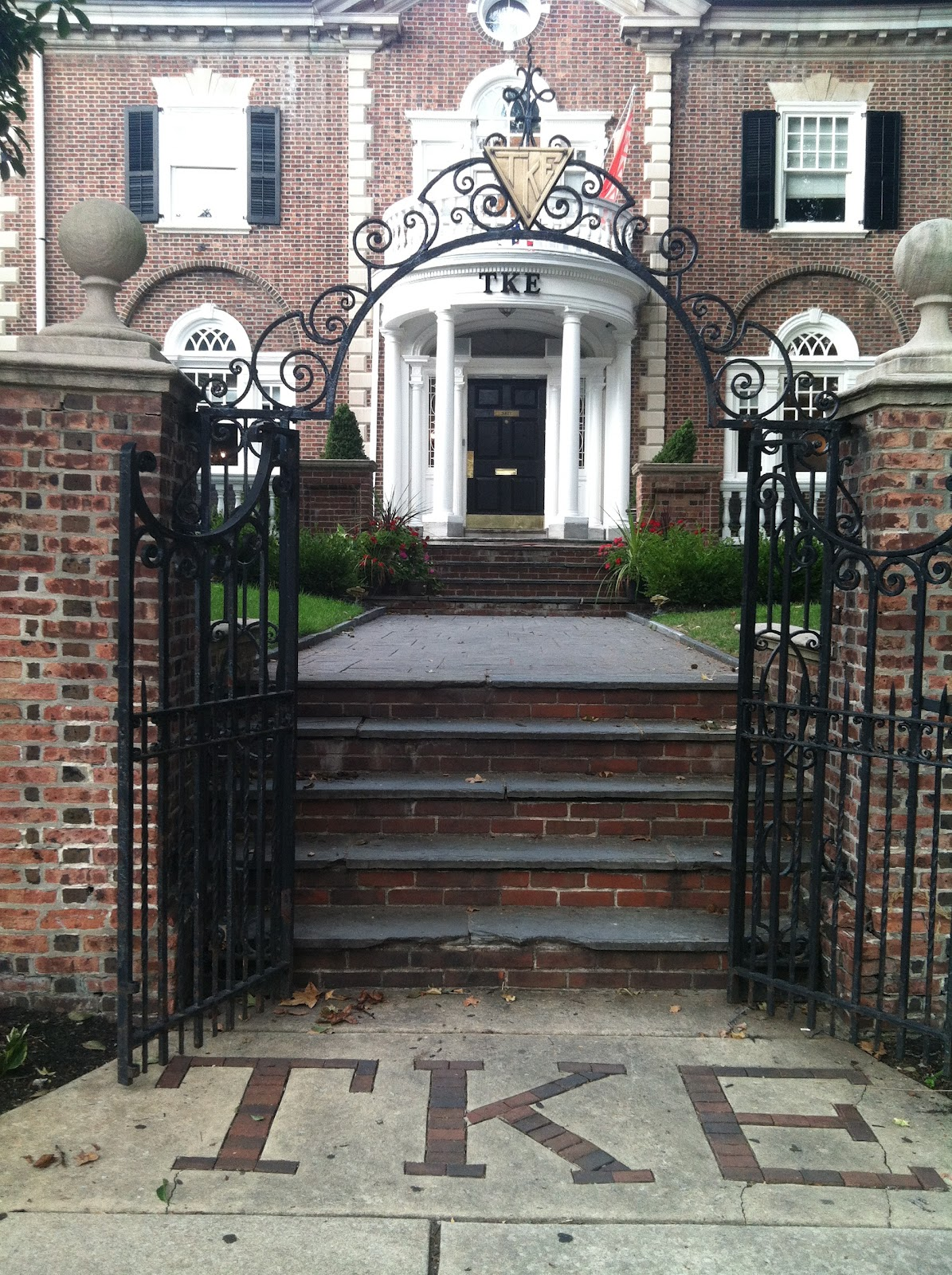 Drexel university fraternity houses philly frat life for Whats a terraced house