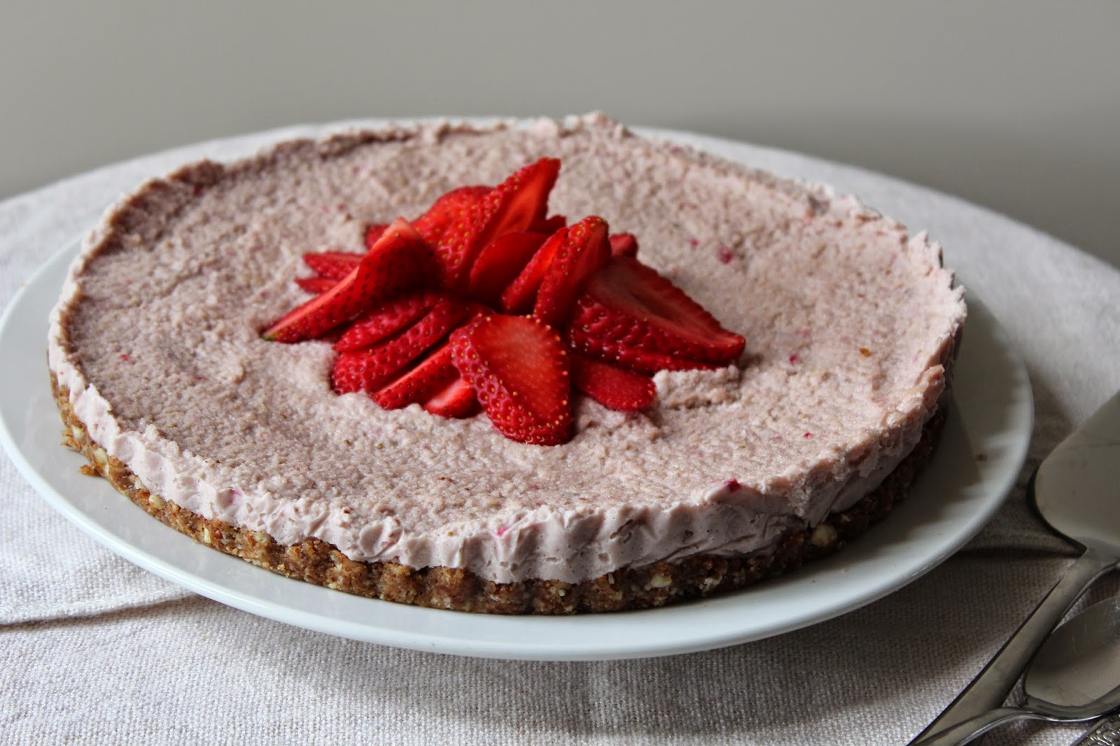 strawberry cheesecake raw