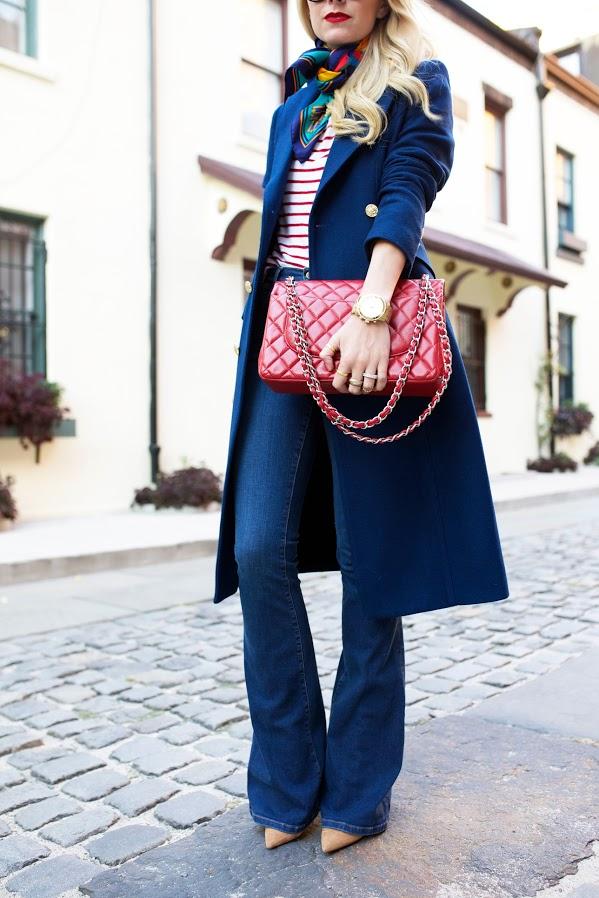 moda, trench coat com calça flare e lenço amarrado no pescoço, calça jeans, lojas online,comprar roupas femininas, blog de moda