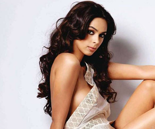 Body Double forces Mallika Sherawat to do intimate scenes 178 I have tons of time between sex scenes, the New York Daily News quoted her ...