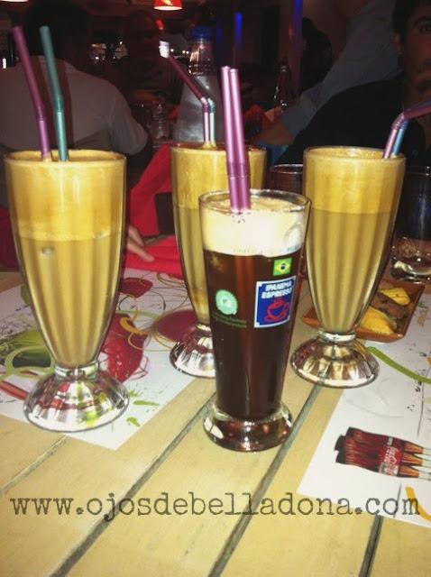 Frappés con crema de leche y de café sólo. Grecia