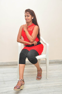 Kaveri Glam pics at Andala chandamama 034.jpg