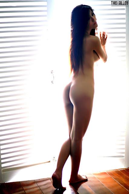 Juliana Young - Nude | IEatXGirls©: http://ieatxgirls.blogspot.com/2012/05/juliana-young-nude.html#!