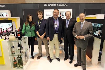 El presidente Herrera en el STAND DOP Sierra de Salamanca