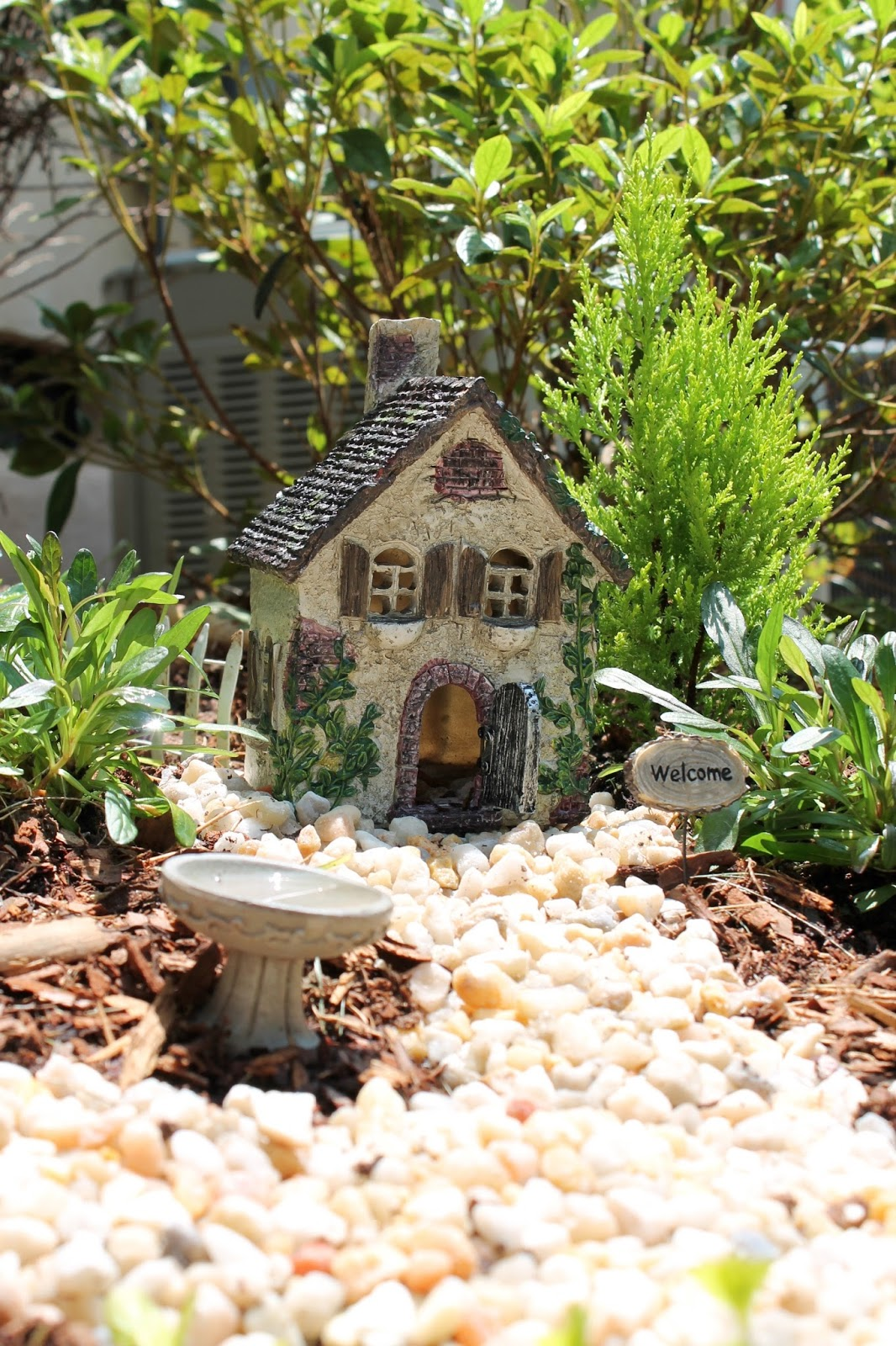 Charmant We Added Some Pint Size Plants And Pea Gravel, 30 Minutes Later Our Very  Own Fairy Garden Was Born. The Girls Are Loving It (and Who Doesnu0027t Love  Another ...