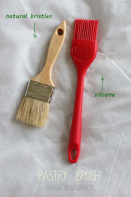 pastry brush in natural bristles or silicone