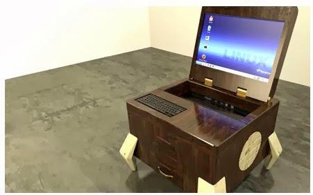 Arredo in mobile moderno per computer for Mobile per computer