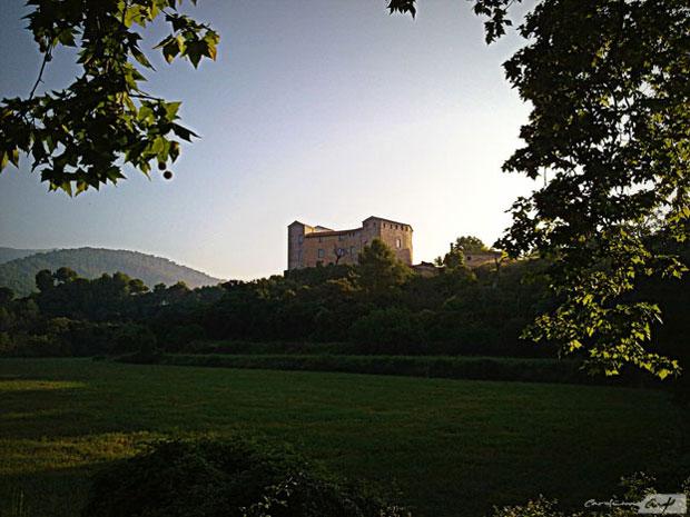 castillo de Sentmenat amanecer
