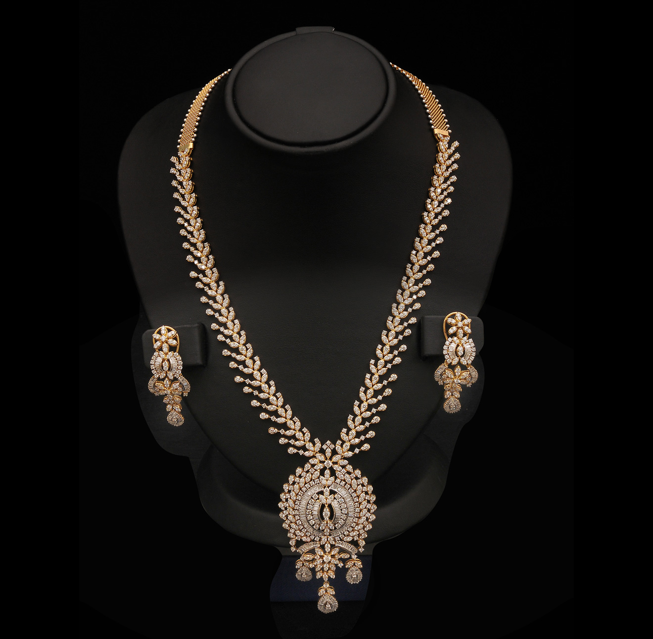 Fabulous Indian Diamond Necklace Designs 1320 x 1291 · 307 kB · jpeg