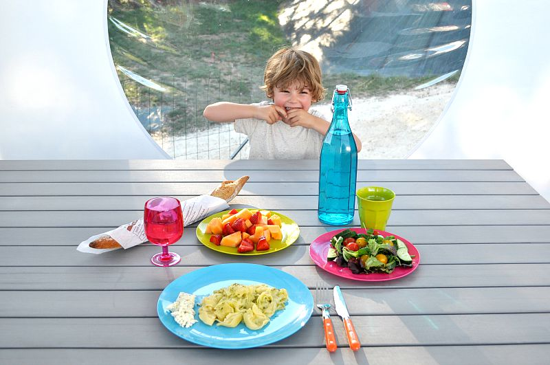 Alfresco dining in the dordogne glisten camping