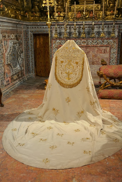 Lisbon Cathedral procession garment