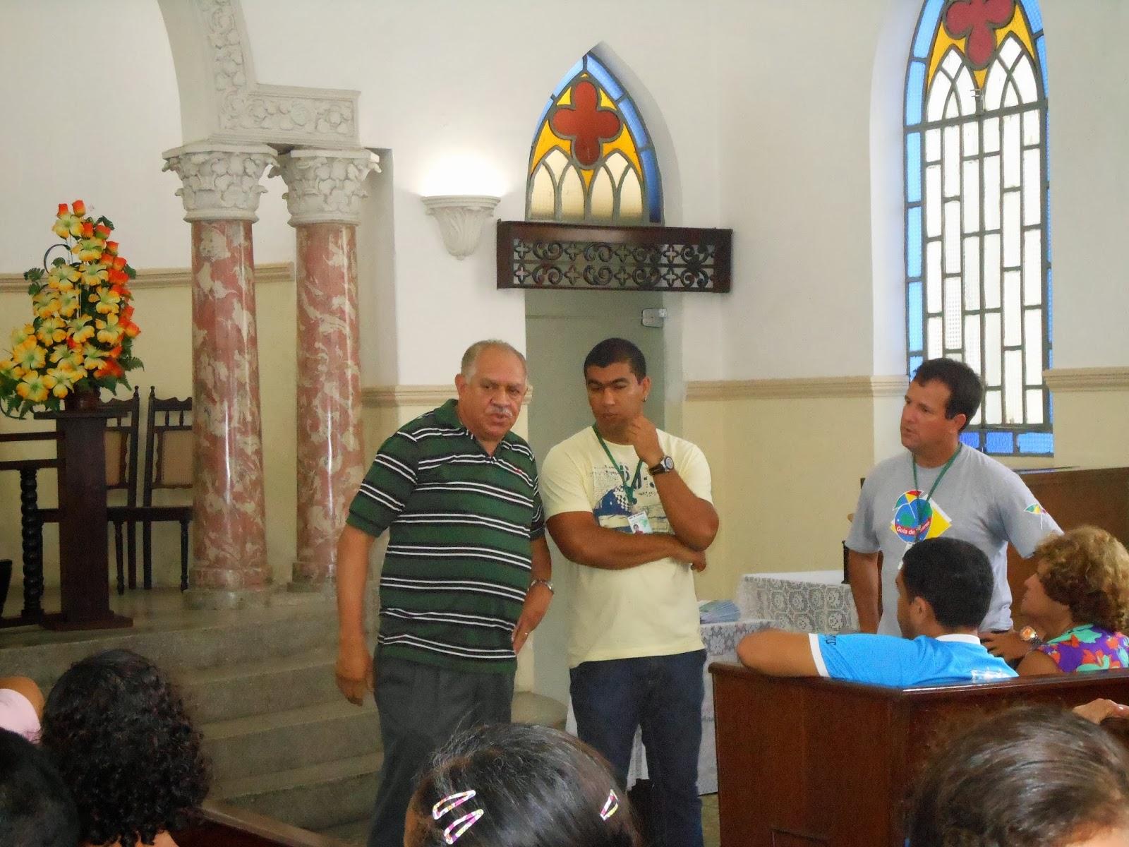 Representante da igreja Presbiteriana da boa vista falando ao grupo
