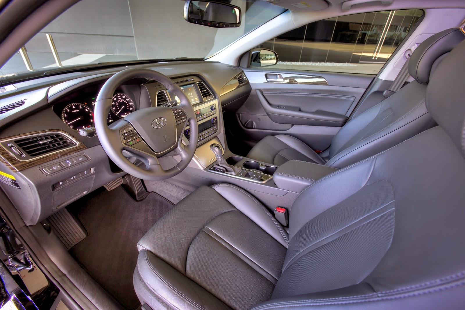 Interior view of 2015 Hyundai Sonata