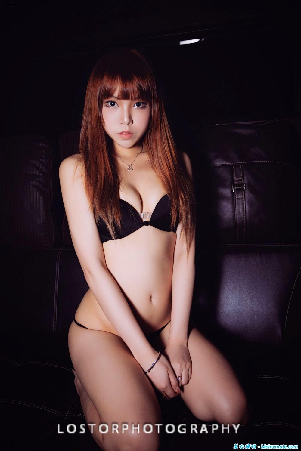 Young model big show